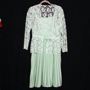 Dresses & Skirts - Vintage Mint Green Pleated Lace Tea Dress